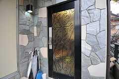 シェアハウスの正面玄関。(2012-11-23,周辺環境,ENTRANCE,2F)