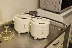 炊飯器は2つ。(2012-11-23,共用部,KITCHEN,2F)