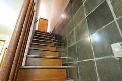 階段の様子。(2012-11-23,専有部,ROOM,2F)