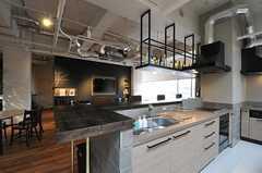 キッチンはアイランド式です。(2013-02-27,共用部,KITCHEN,7F)