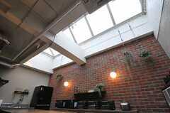 トップライトなので、キッチンまわりはとても明るく感じます。(2013-02-27,共用部,KITCHEN,7F)