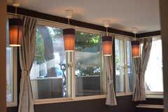 窓際の照明。窓にはレースのカーテンが取り付けられる予定です。(2018-11-07,共用部,LIVINGROOM,1F)
