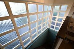 階段の格子と型ガラスがとても素敵です。(2018-11-07,専有部,ROOM,2F)