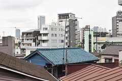 窓から新宿方面のビルが見えます。(208号室)(2017-06-07,専有部,ROOM,2F)