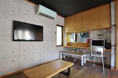 TVとカウンター・テーブルの様子。(2012-08-31,共用部,OTHER,1F)