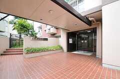 マンションの正面玄関。(2013-04-25,共用部,OTHER,1F)