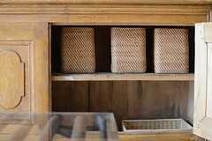 サイドボードには、専有部ごとに使用できる収納ボックスが置かれています。(2013-04-25,共用部,OTHER,2F)