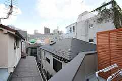 ベランダからチラリと見える神宮前の街。(202号室)(2012-09-14,専有部,ROOM,2F)