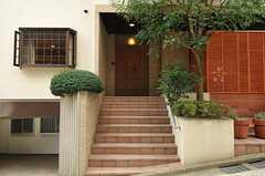 シェアハウスの正面玄関。(2011-10-24,周辺環境,ENTRANCE,1F)