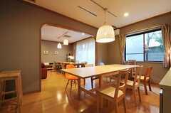 ダイニング・テーブルの様子。(2011-10-24,共用部,LIVINGROOM,1F)
