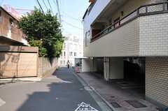 シェアハウス周辺の様子。バス停が近くにあります。(2013-08-14,共用部,ENVIRONMENT,2F)