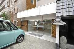 マンションの正面玄関。(2009-02-02,周辺環境,ENTRANCE,1F)