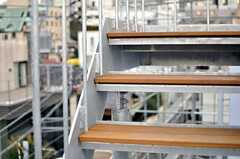 階段の足場はウッド仕様です。(2013-02-21,共用部,OTHER,4F)