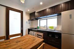 リビングの様子2。キッチンが併設されています。(2016-10-26,共用部,LIVINGROOM,2F)