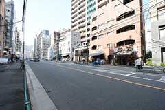 恵比寿通り沿いにはたくさんの飲食店が並びます。(2016-10-26,共用部,ENVIRONMENT,1F)