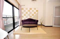 シェアハウスのラウンジの様子3。琉球畳を使用。(2009-10-09,共用部,LIVINGROOM,7F)