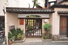 風情のある飲食店も多い。(2009-10-09,共用部,ENVIRONMENT,1F)