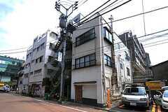 建物の外観。2-3Fがシェアハウスです。(2013-05-23,共用部,OUTLOOK,1F)