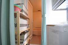 脱衣スペースはカーテンで仕切ることができます。(2013-05-23,共用部,BATH,2F)