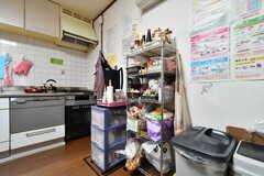 収納棚の様子。調味料を保管しておくことができます。(2019-05-14,共用部,KITCHEN,1F)