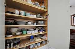 食器棚の様子。(2013-06-28,共用部,KITCHEN,2F)