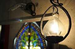 玄関のランプ。(2011-05-12,周辺環境,ENTRANCE,1F)