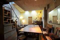 キッチン側から見たリビングの様子。(2011-05-12,共用部,LIVINGROOM,3F)