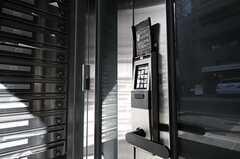玄関の鍵はナンバー式です。(2011-04-01,周辺環境,ENTRANCE,1F)