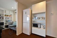 冷蔵庫とキッチン家電の様子。(2016-09-28,共用部,KITCHEN,1F)