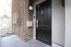 シェアハウスの正面玄関。(2013-04-19,周辺環境,ENTRANCE,1F)