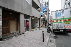 各線・代々木公園駅もすぐ隣に入り口があります。(2013-04-19,共用部,ENVIRONMENT,1F)