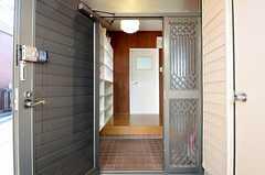 正面玄関から内部を見た様子。(2013-01-04,周辺環境,ENTRANCE,1F)
