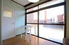 窓はかなり大きめです。(101号室)(2013-01-04,専有部,ROOM,1F)