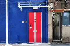 シェアハウスの正面玄関。(2012-08-29,周辺環境,ENTRANCE,1F)