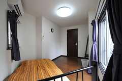 ベッド側から見た専有部の様子。(204号室)(2012-08-29,専有部,ROOM,3F)