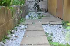 石畳が敷かれています。(2011-10-27,共用部,OTHER,1F)