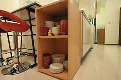 食器棚の様子。(2011-08-17,共用部,KITCHEN,1F)