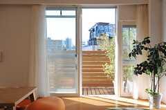 リビングから見た窓の様子。(2014-03-11,共用部,LIVINGROOM,1F)