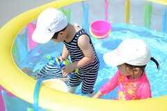 プールではしゃぐ子どもたち。(House Trip -代官山にいきつけをつくる-)(2014-07-27,共用部,PARTY,5F)