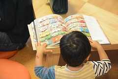 読書熱心です。(2014-11-01,共用部,PARTY,1F)