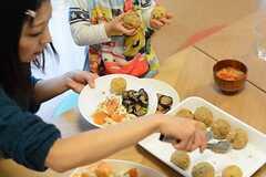 子どもも大人も楽しめる、フードユニット「山越商店」さんの創作コロッケ。(2014-11-01,共用部,PARTY,1F)