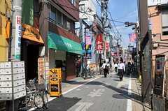 京王線・幡ヶ谷駅前の商店街の様子。(2011-09-09,共用部,ENVIRONMENT,1F)