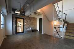 廊下の様子。左手のドアの先がラウンジです。(2013-10-30,共用部,OTHER,6F)