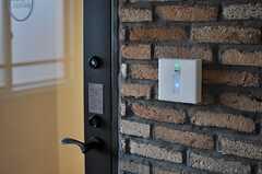 ラウンジのドアを開けるには、鍵が必要です。(2013-10-30,共用部,LIVINGROOM,6F)