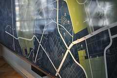 壁には原宿近辺のマップがあります。話題のスポット、気になる場所などを書き込んでいくのだそう。(2013-10-30,共用部,LIVINGROOM,6F)