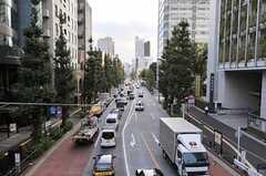 シェアハウスの前を通る明治通り。(2013-10-30,共用部,ENVIRONMENT,1F)