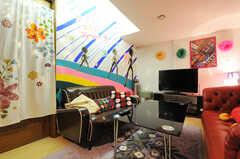 ソファ脇にも専有部があります。(2011-09-22,共用部,LIVINGROOM,4F)