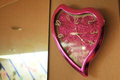リビングの時計はハート形。(2011-09-22,共用部,LIVINGROOM,4F)