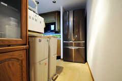 廊下の突き当たりには冷蔵庫があります。(2011-09-22,共用部,KITCHEN,4F)