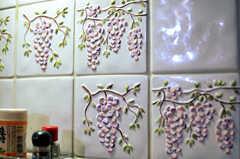 キッチンには立体的なタイルが使われています。(2011-09-22,共用部,KITCHEN,4F)